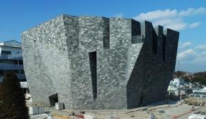 建築家隈研吾が手がけた「角川武蔵野ミュージアム」が2020年6月6日にプレオープン