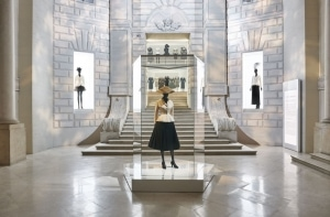 Dior「クリスチャン・ディオール、夢のクチュリエ」展の世界 -ドキュメンタリー映像を公開