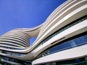 ザハ・ハディド建築: FacadeとBrand(前編)