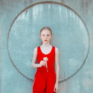 スロヴァキア人写真家マーリア・シュヴァルボヴァーによる第2弾作品集『FUTURO RETRO』が発売