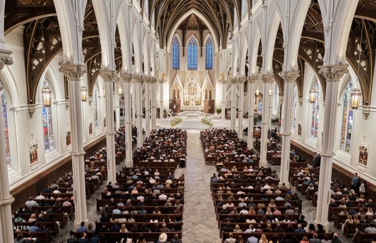 adf-web-magazine-cathedraloftheholycross_15_eastersunday_elkusmanfrediarchitects_©georgemartell