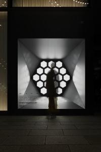 SHISEIDO THE STORE WINDOW GALLERY - アーティスト志水児王によるtwitterを活用した光のインスタレーション