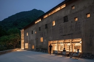 adf-web-magazine-dezeen-awards-2020-capsule-hostel-and-bookstore-in-village-qinglongwu