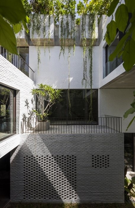adf-web-magazine-dezeen-awards-2020-thang-house-vo-trong-nghia-architects