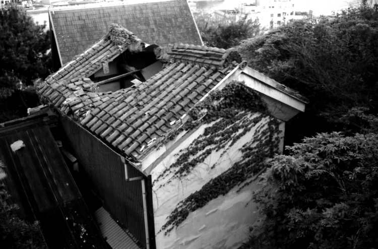 adf-web-magazine-life-in-an-old-japanese-house-and-roofs-4