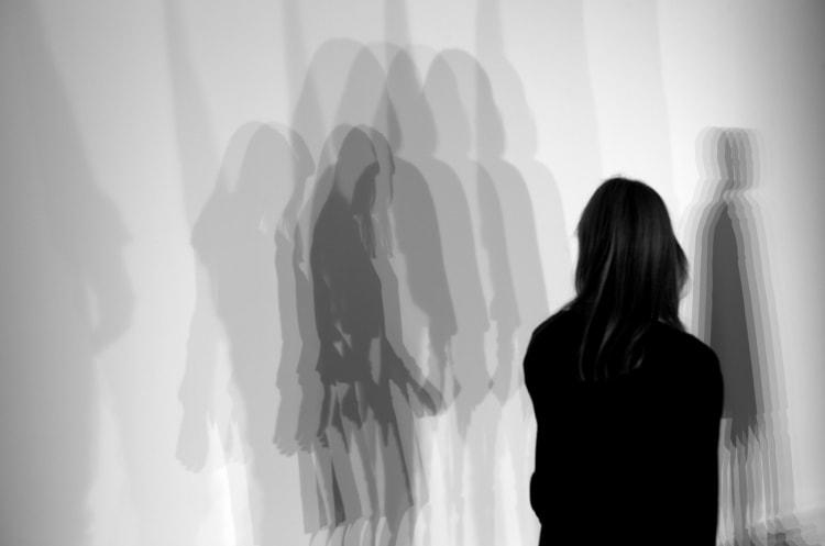 Olafur Eliasson, Slow-motion shadow, 2009