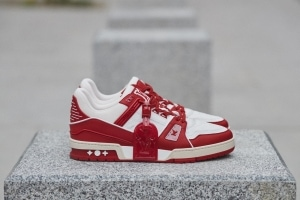Louis Vuitton I (RED) Trainer - ルイ・ヴィトンと非営利団体(RED)とのコラボレーションアイテム第2弾