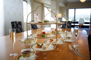 The Westin Miyako Hotel Kyoto - Afternoon Tea in a Suite with Architect Togo Murano's Design