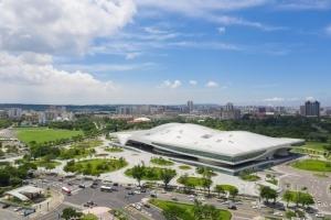 国立高雄芸術センター パフォーマンス・アートの巨大芸術センター