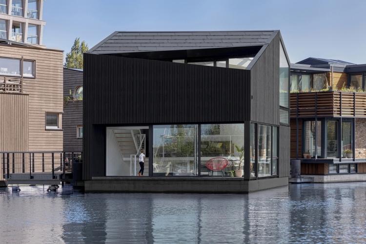adf-web-magazine0065-foating-home-schoonschip-residential-exterior-facade-i29-1