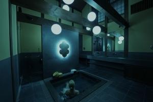 Nazunaが京都御所で貸切浴場の体験型アート作品《光の蔵風呂》を提供
