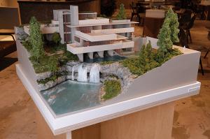 建築模型を眺めながらくつろげる、建築好きのためのミュージアム型カフェ「アーキテクチャカフェ棲家」が東京・新宿三丁目にオープン