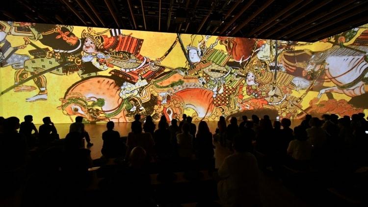 adf-web-magazine-fujiart-massive-screen-projection-12