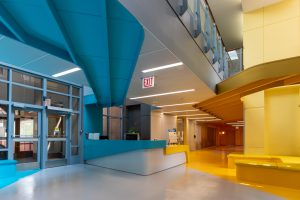 シカゴの建築デザイン事務所JGMAによる医療施設のインテリア リノベーション
