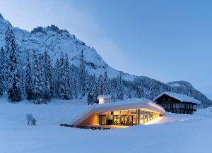 プラズマスタジオによる「ビストロ バーグシュタイガー」-登山家ゼップ・インナーコフラー子孫が所有