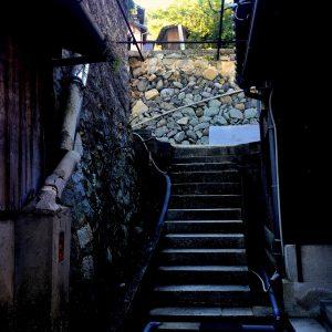 古民家での暮らしVOL.12: 家と石垣