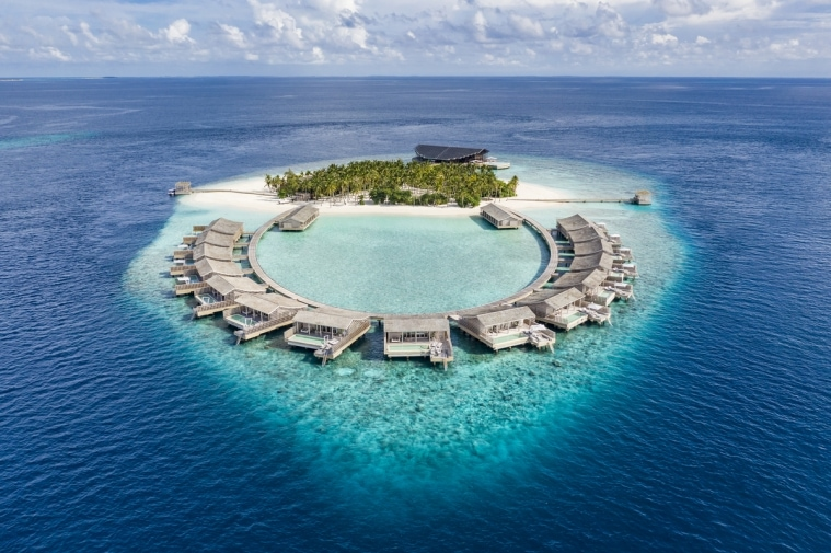ADFWebMagazine-Aerial view of Kudadoo Maldives Private Island ©DiegoDePol_01075